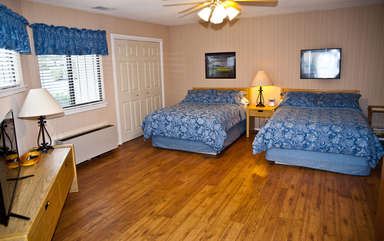 Bedroom with two full beds
