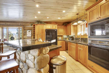 Huge chef's kitchen with upgraded appliances