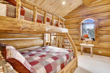Upper bunk room off of loft area