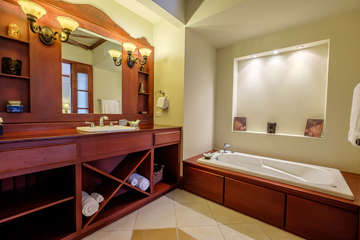 La Beliza 202 Grand Master Bathroom