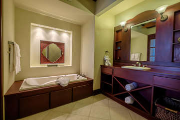 La Beliza 503 Master Bathroom garden tub