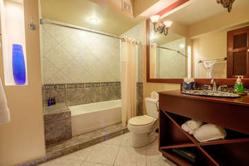 La Beliza 602 Guest Bathroom