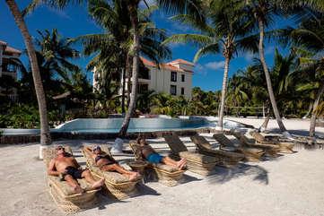 La Beliza enjoy the sunshine, beach and warm Caribbean breeze