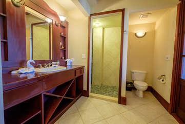 La Beliza 506 Master bathroom garden tub