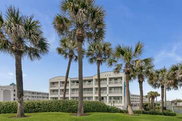 The beautiful Casa Del Mar complex! This condo is on the top floor of this building right in the middle! Conveniently located right in the middle of the action within walking distance to so much and easy beach access right in front!