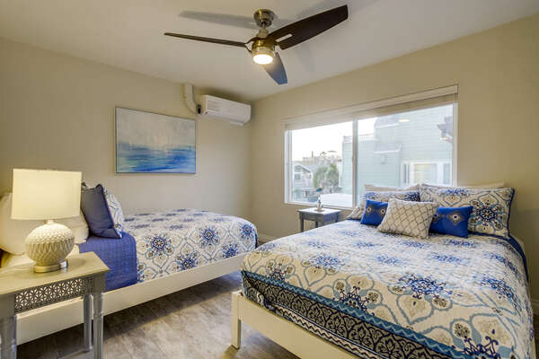 Middle guest bedroom with 2 Full beds
