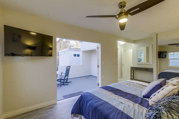 Master bedroom, King bed with private balcony and en suite bathroom