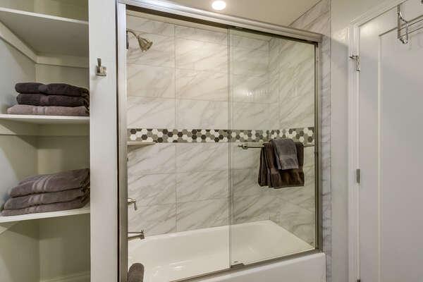 Bathroom with tub/shower combo, hallway access