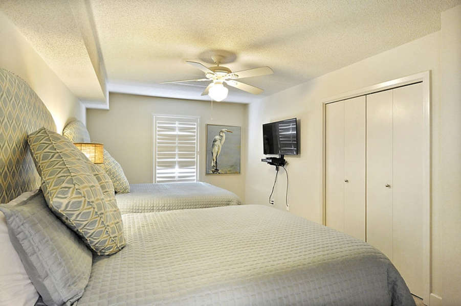 Guest Bedroom with 2 Queen Size Beds
