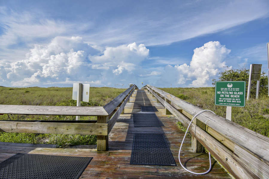 Boardwalk Rinse-Off Station