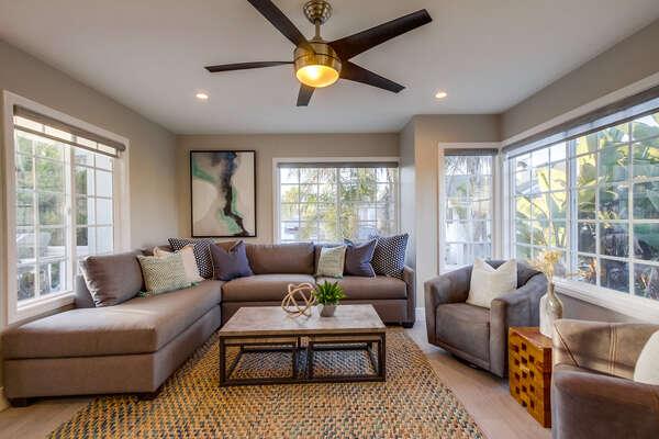 Comfortable living room (2nd floor)