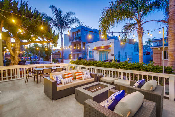 Ground floor patio- court-side views