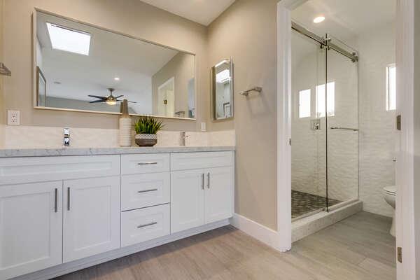 Master en-suite, bathroom