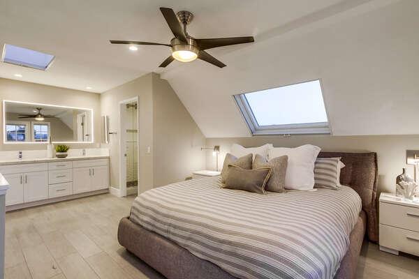 Master bedroom (3rd floor) with en-suite bathroom