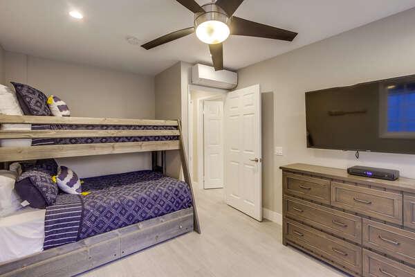 Bunk room, twin over full. (ground floor) with flat screen TV