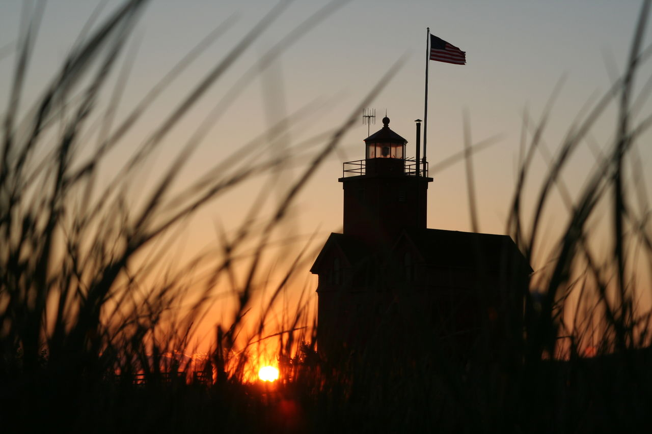 Big Red--nearby lighthouse