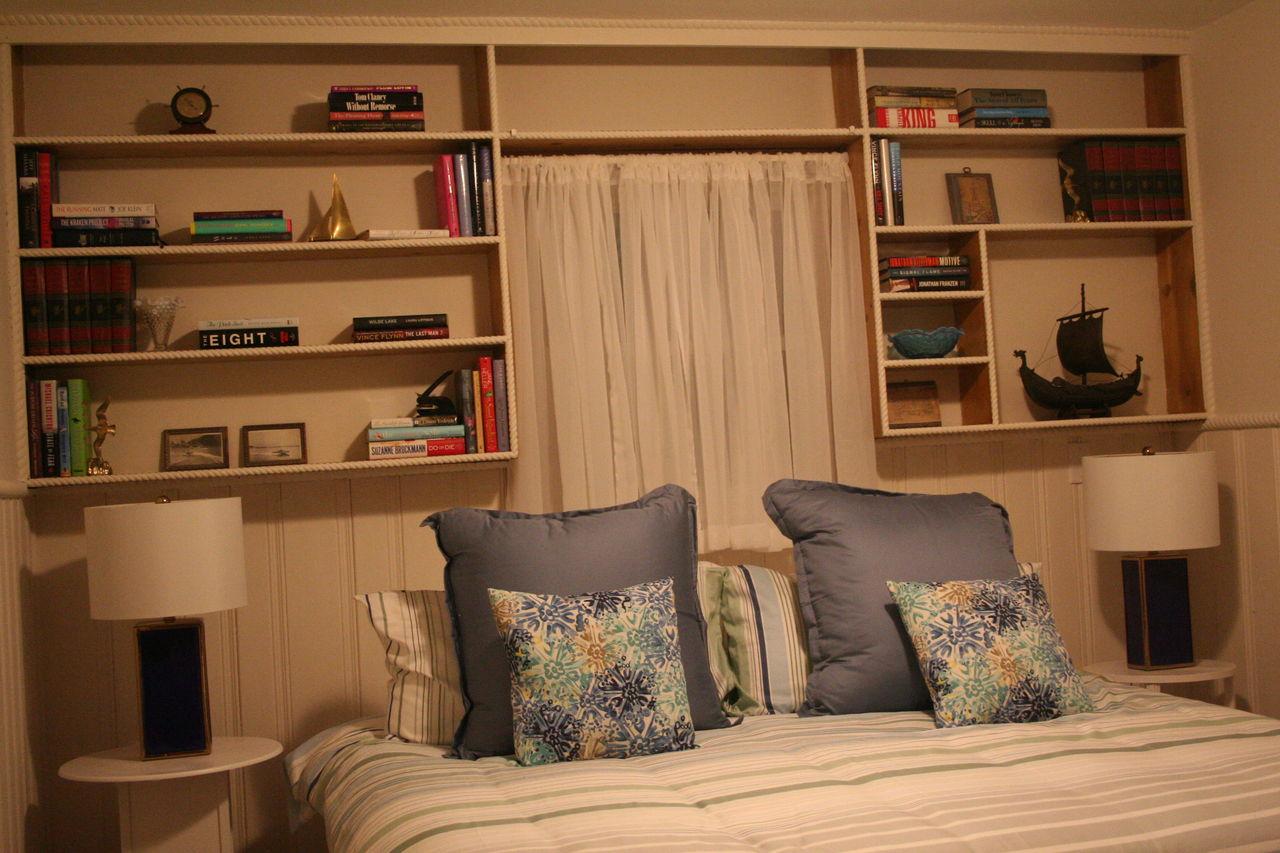 Upper level--king bed