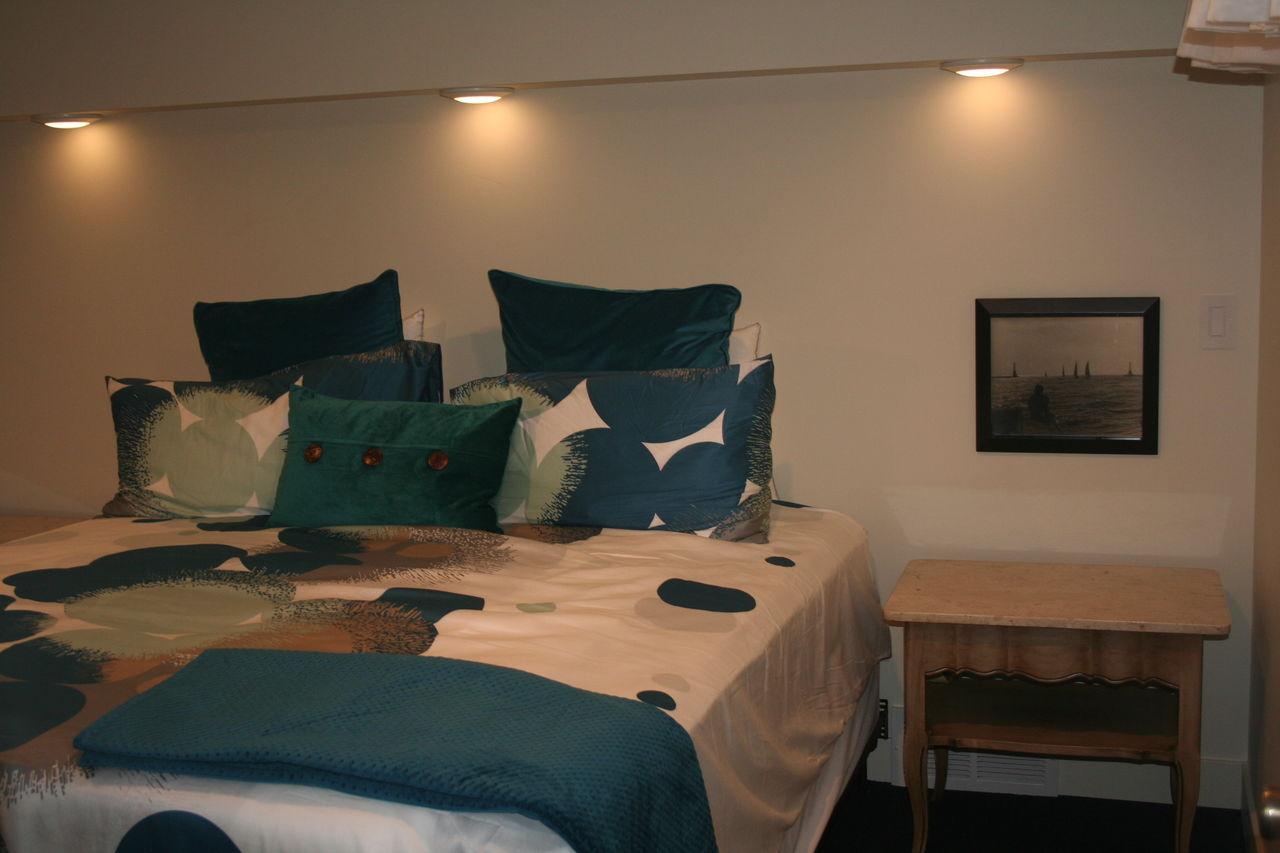 First floor bedroom convertible king or 2 twin XLs