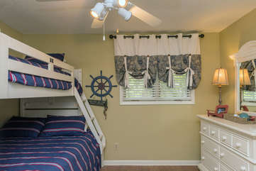 Guest bedroom with full/twin bunk bed plus trundle