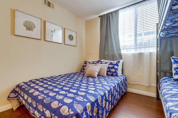 Guest Bedroom - Queen Bed & Twin/Twin Bunk