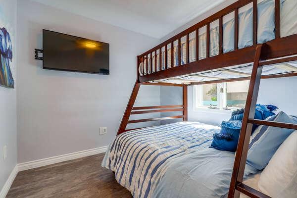 Guest bedroom- Twin/Full Bunk beds