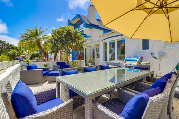 Spacious patio with plenty of seating and bbq.