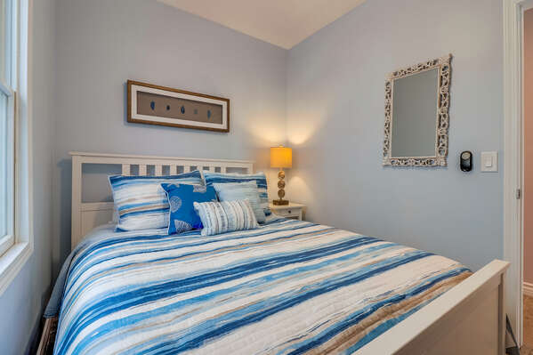 Guest Bedroom 1 - Queen bed