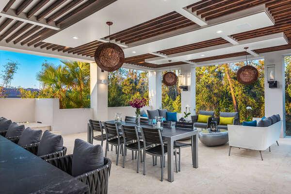 Enjoy the beautiful Florida weather on this amazing terrace