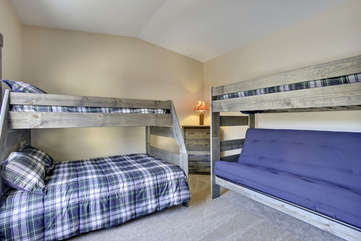Bunk room with 2 twins and 2 full beds