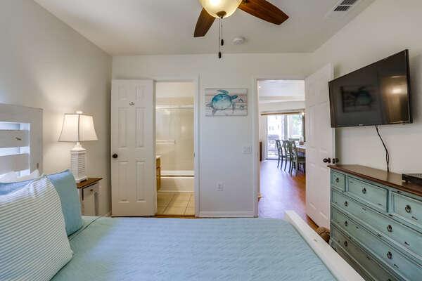Guest bedroom on 2nd floor with Queen bed, TV and en suite bathroom