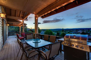 Located at the edge of Payson, this is a gem of a home with a gem of a view!