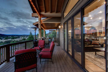 Sip your favorite brew or wine and enjoy a ringside seat to Payson's 4th of July fireworks or the myriad of bats night hunting above the lake