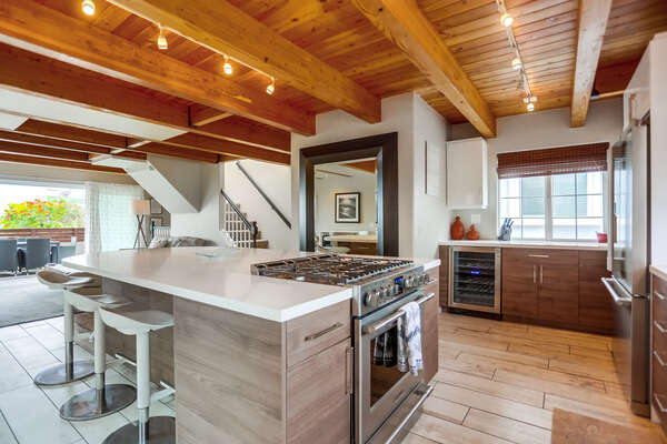 Immaculate kitchen, fully stocked, 2nd floor
