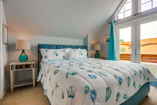 3rd floor bedroom with King bed, large flat screen TV