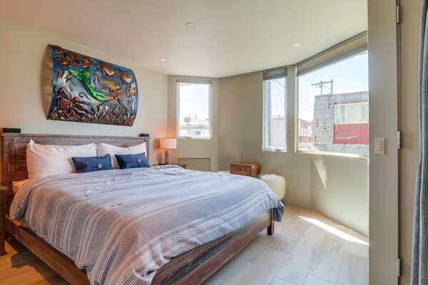 Guest Bedroom -Queen Bed