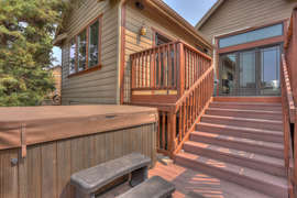 Great outdoor space with hot tub - backs to canal