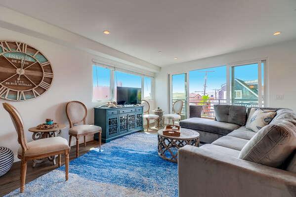 Spacious Living Area - Third Floor