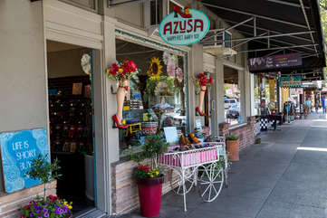 Cute shops, great restaurants, interesting museum — historic Calistoga offers plenty to entertain you!