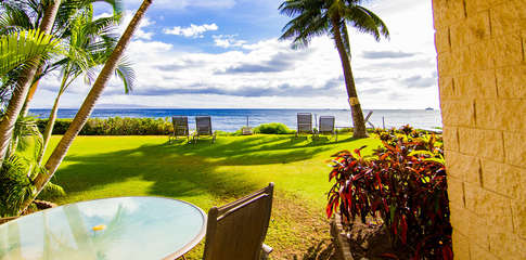 Step right out to ocean from the lanai