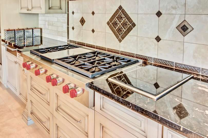 With 6 gas burners and a built-in griddle, you could cook a feast for the largest families