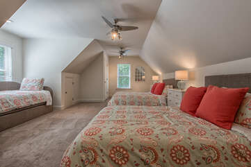 Bonus room sleeps 6!! 2 queen beds and twin with trundle.