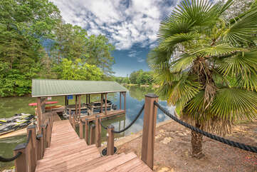 Wooded walk to the dock and lake