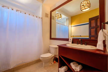 La Beliza 502 guest bathroom