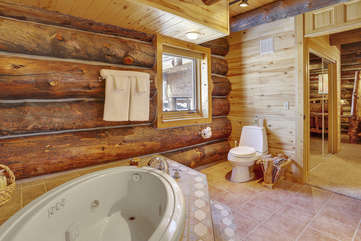 Guest bathroom with jetted tub