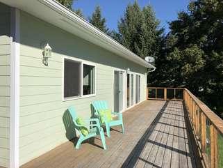 Lakeshore Retreat front deck