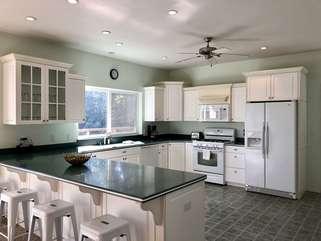Lakeshore Retreat kitchen