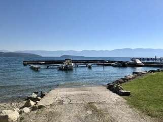 Lakeshore Retreat lake access and boat dock