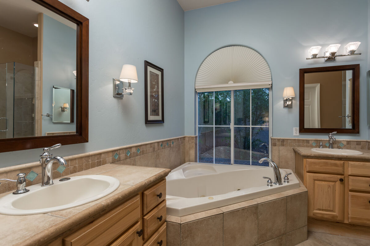 Master Bath w/ Dual Vanity, Jacuzzi Tub, Stand Alone Shower & Walk-In Closet