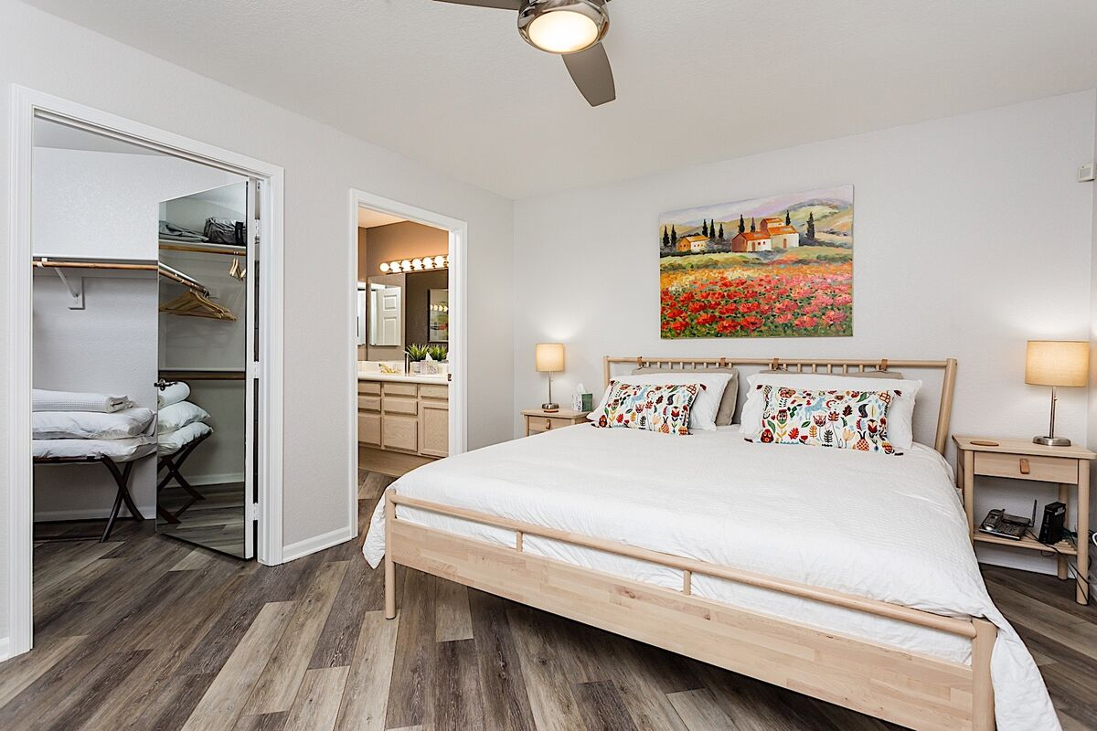 Walk-in closet, en suite bathroom, and a king bed in this sanctuary