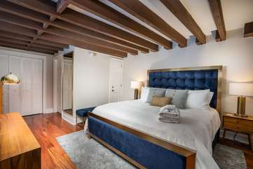 King Loft with En Suite Bathroom